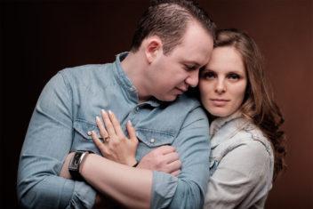 Студийна фотосесия на бременна от фотограф от Варна във Фотостудио Иванови.